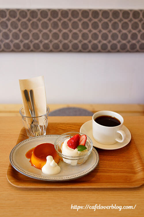 シカノクラ珈琲◇本日のケーキ(かぼちゃプリン&ミニ苺グラスショート)