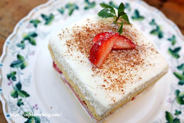 Cafe HOLIDAY◇いちごのサンドケーキ