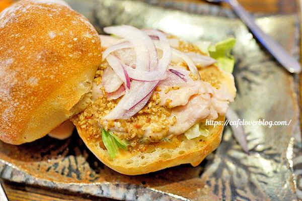 うつわ&カフェ かくしち◇サンドウィッチ(鶏肉ごまソース)