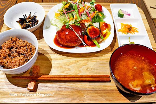 繭久里カフェ◇香り豚と豆腐の手ごねハンバーグランチ