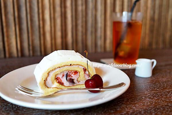 喫茶 青政◇アメリカンチェリーのロールケーキ