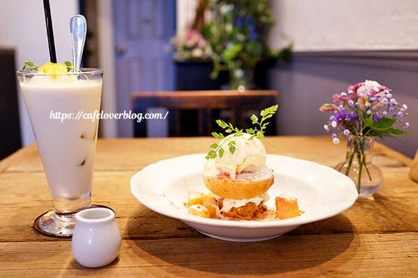 喫茶 湊◇ピーチメルバとジャスミンミルクティーフロート