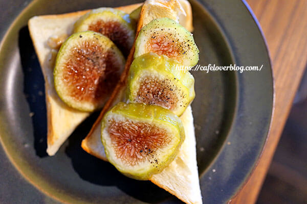 繭久里カフェ◇朝採りいちじくトースト