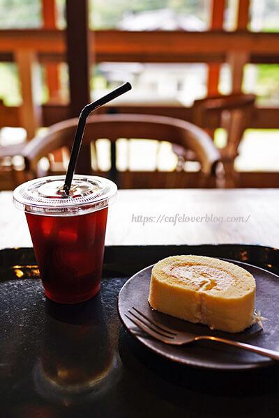 ISLAND STONE COFFEE ROASTERS◇季節のロールケーキ / アイスコーヒー