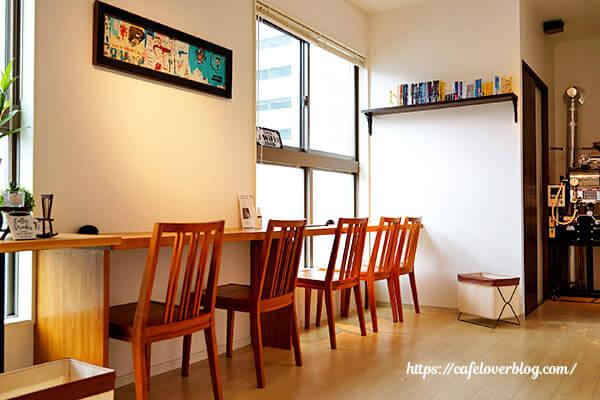 cafe&roaster Strange Fruit◇店内(2階禁煙席)