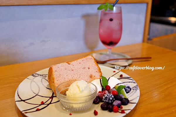 café trill◇シフォンプレート / ブルーベリーサワーソーダ