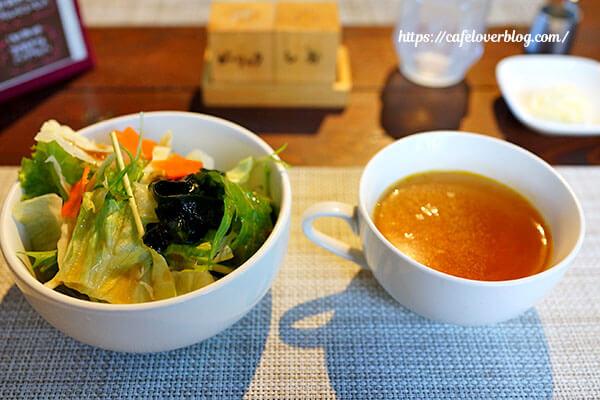 アウトドアカフェ山小屋◇ランチのサラダとスープ