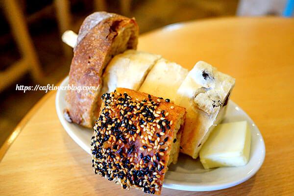 こじか食堂◇ランチのパン盛り合わせ