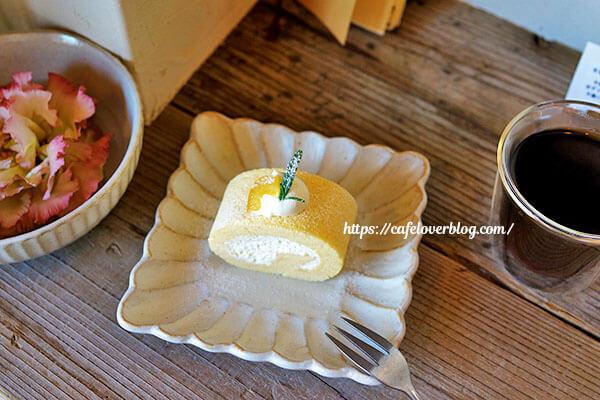 リコリス◇レモンとレアチーズクリームのロールケーキ