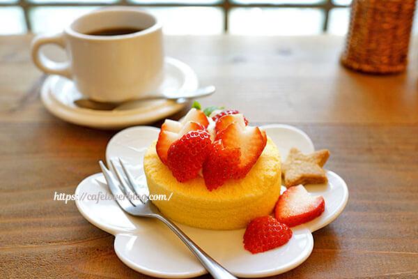 ToiToiToi cafe 〜 yuzuriha◇米粉ロールケーキ いちごのせ
