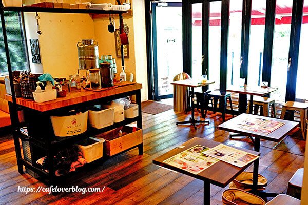 ANOTHER PLACE CAFE◇店内(1階)